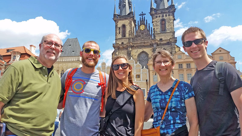 happy walking tour clients in prague