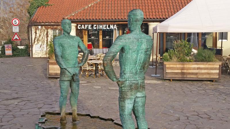 david cerny sculpture pissing men