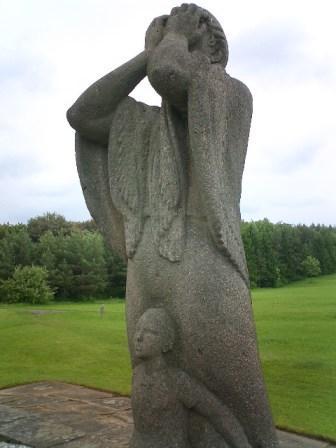 Lidice mother statue