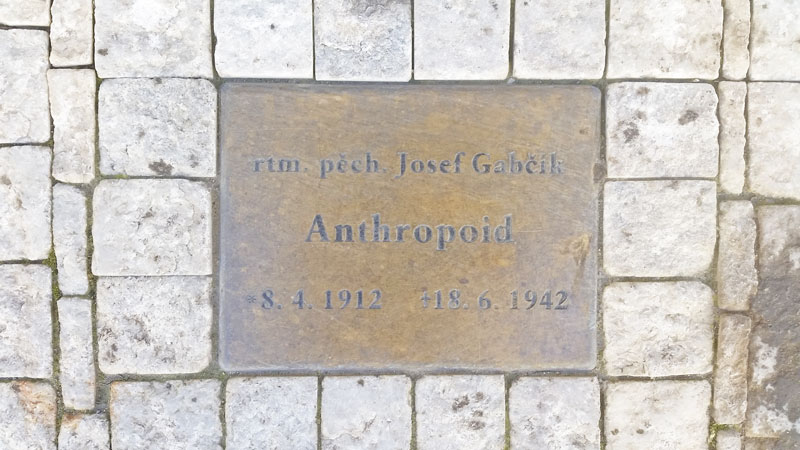 ground embedded plaque showing the name josef gabcik, his military operation, rank, dates of birth and death.