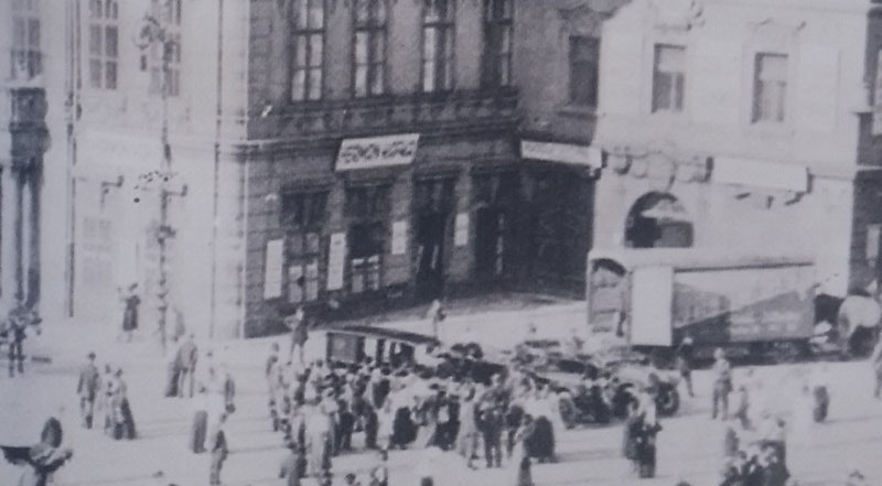 old black and white photo circa 1916 showing Herman Kafkas shop in pragues kinsky palace