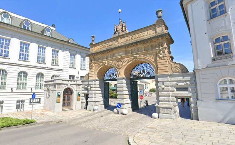 a neo-renaissance archway leading to the plzen brewery