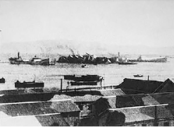ships in the port of haifa on november 25th 1940 showing the sinking ss patria