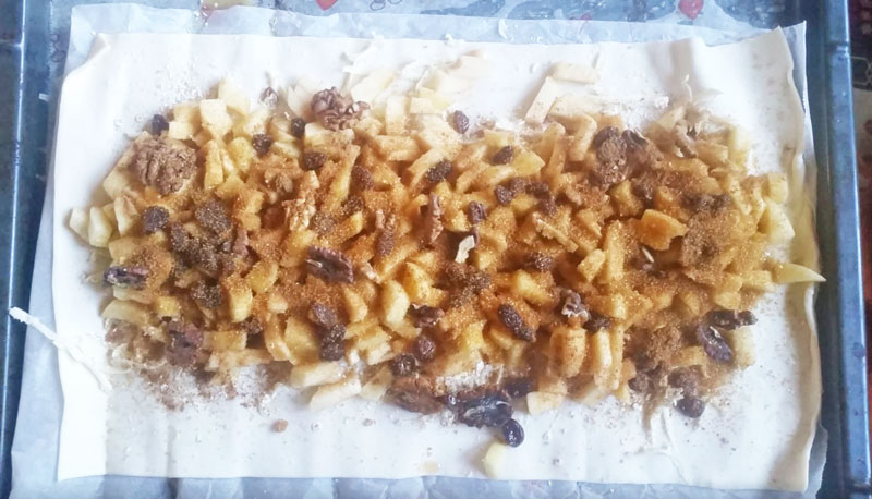 apple strudel mix on pastry before wrapping