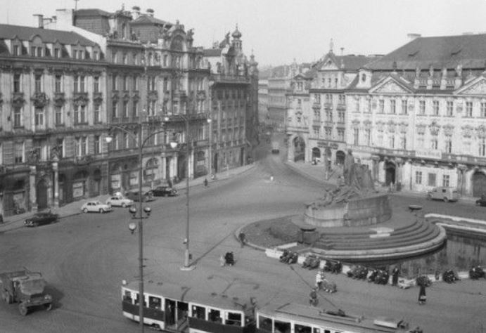 1959 photo of the jan hus monument in prague showing the water tank in front of the steps