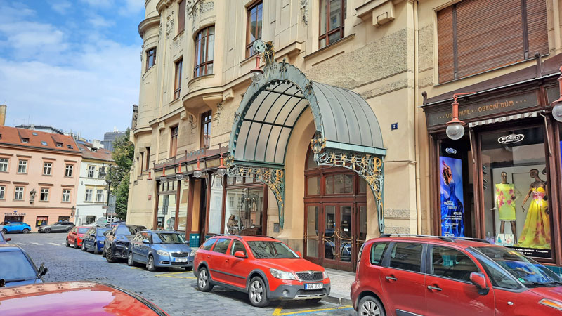 The Mission Impossible Prague filming location where the cia arrive at the municipal house